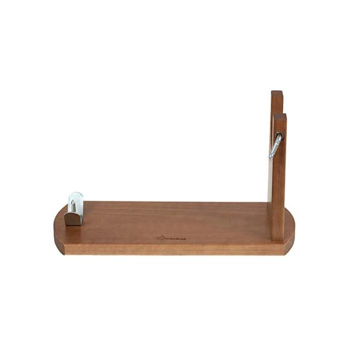 31UqAN01LzL Tipo de accesorio: Soportes jamoneros El jamonero Banqueta de Jamonprive está fabricado en madera de pino. La tabla mide 40 x 16 x 1, 8 cm, y el brazo está fabricado con madera FSC.