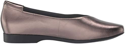 CLARKS Womens Un Darcey Ease Ballet Flat, Pebble Metallic Leather, Size 8.5