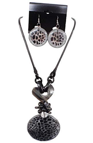 IVETH Wax Cord with Round Pendant Animal Print Necklace Set (Black)