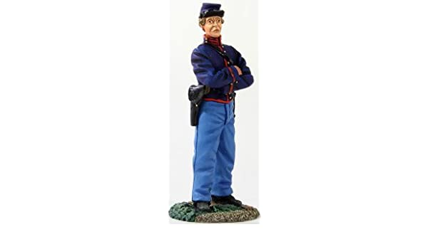 William Britain 31283 Federal Artilleryman Standing with Hand on Belt