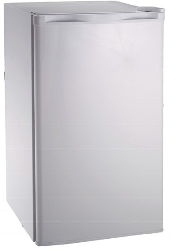 Igloo FR28WH 2.8-Cu-Ft Refrigerator, White by Igloo