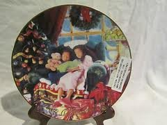 AVON COLLECTORS CHRISTMAS THEMED GIFT PLATE - Gold Trimmed - Year 2000 ()