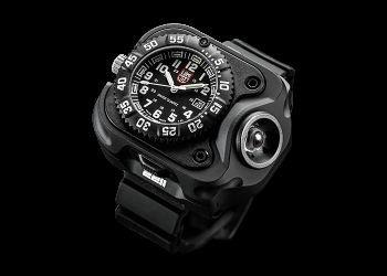 SUREFIRE 2211 LUMINOX WRISTLIGHT Rechargeable Variable-Output LED WristLight + Watch (Black)