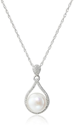 Sterling Silver Freshwater Cultured Pearl and Diamond Pendant Necklace (1/5 cttw), 18