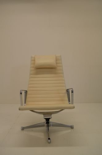 Herman Miller Lounge Chair Designed By Charles + Ray Eames, Weiss, Leder,  Drehbar