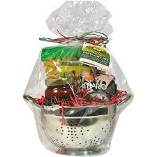 Pasta for Dinner Gift Set, Includes Colavita marinara, Sedona Rigatoni, Mario Olives, Smoked Gouda Spread, and Colander