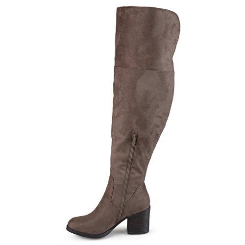 Journee Collectie Dames Regular En Wide-calf Faux Suede Hoge Ronde Neuslaarzen Taupe