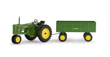 John Deere 1:16 Scale Model 50 Tractor with Flare Box Wagon