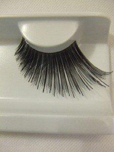 243cf4abbe2 Supersized false eyelashes black winged 251: Amazon.co.uk: Beauty