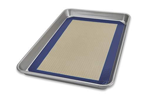 USA Pan 1704MT-1 Bakeware Nonstick Quarter Sheet Pan and Silicone Mat Set