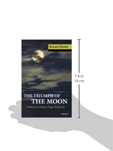 The triumph of the moon a history of modern pagan witchcraft the triumph of the moon a history of modern pagan witchcraft ronald hutton 8601300131252 amazon books fandeluxe Image collections