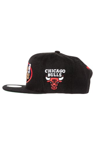 Amazon.com   Mitchell   Ness Men s Chicago Bulls 1998 NBA Finals  Commemorative Snapback Hat One Size Black   Clothing 6ee5d9835c4