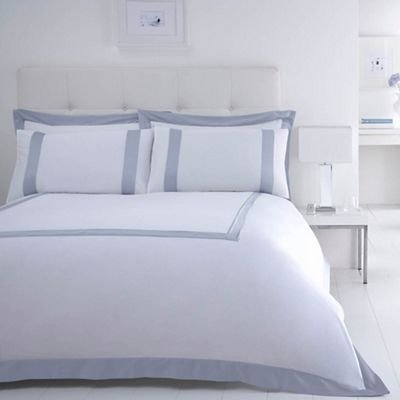 aebc7d2d371 Debenhams J By Jasper Conran White 240 Thread Count  Dorchester  Duvet Cover  Super King  J by Jasper Conran  Amazon.co.uk  Kitchen   Home