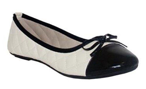 Beige, trapuntato con colore nero punta Ballerina stile pompe da Spot On, disponibile in tutte le taglie UK 3–uk 8