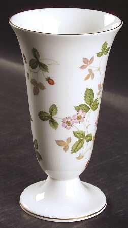 Wedgwood Wild Strawberry (Bone) Vase, Fine China Dinnerware ()