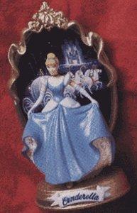 Hallmark Keepsake Ornament – Disney's Cinderella – First in the Enchanted Memories Collection 1997 (QXD4045)