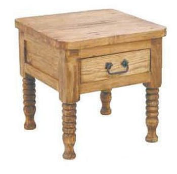 Superbe Spindle Leg End Table