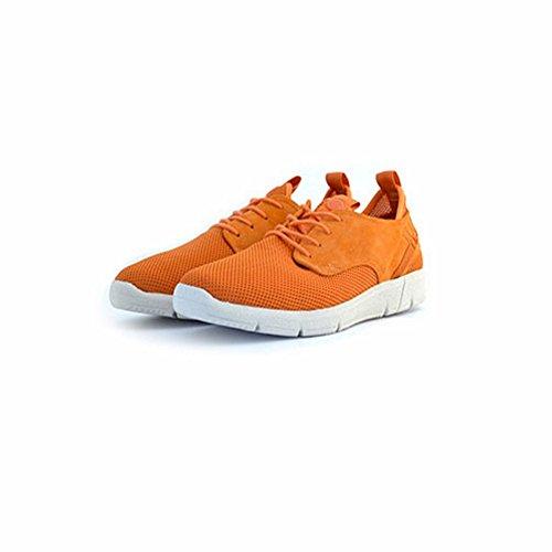 Scarpe sneakers Napapijri da uomo arancioni in camoscio e tessuto, logo sul tallone, lacci in tinta e suola in gomma. Questo modello comodissimo pesa solo 170 grammi.