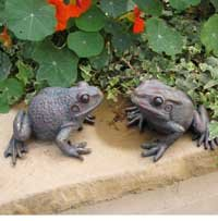 Good Pair Of Garden Frogs Ornaments Bronze Finish