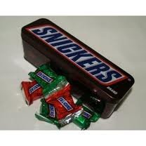 snickers-mini-candy-bars-in-a-nostalgic-collectible-tin-375-oz