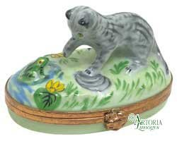 Kitten With Frog - Hand Painted Limoges Box. ()