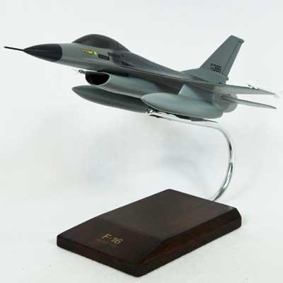 F-16A Falcon USAF - 1/48 scale model
