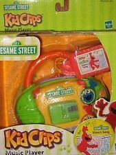 SESAME STREET KIDCLIPS MUSIC PLAYER by Hasbro