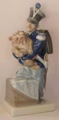 Royal Copenhagen Figurine, Soldier with Bulldog (Royal Animal Copenhagen)