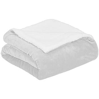 AmazonBasics Soft Micromink Sherpa Blanket - Twin, Grey
