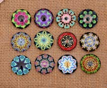 (Laliva Accessories - 24pcs 14mm Flowers Garland Pattern Round Handmade Photo Glass Cabochons & Glass Dome Cover Pendant Cameo Settings - (Color: Mix Randomly))