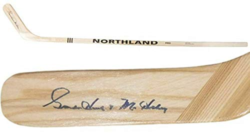 - Gordie Howe Autographed Hockey Stick - Northland 11697 - PSA/DNA Certified - Autographed NHL Sticks