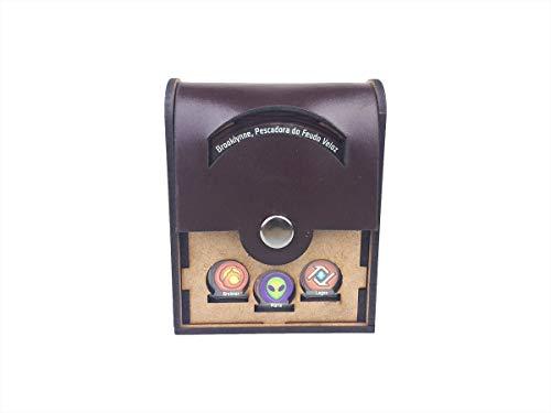 Deck Box Unitário Com Tampa Em Couro Para Keyforge (comporta 1 Deck) Bucaneiros Jogos Mdf E Couro