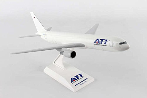 SKR871 Skymarks Ati 767-300 1:200 Model Airplane