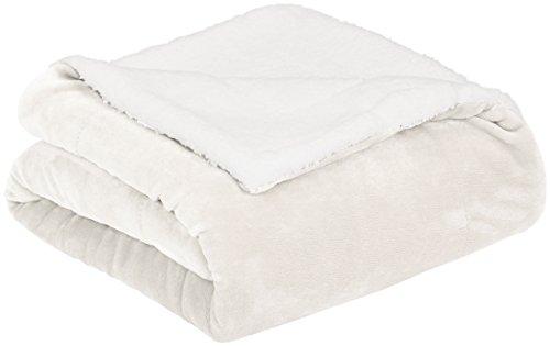 AmazonBasics Micromink Sherpa Blanket - Super-Soft, Wrinkle-