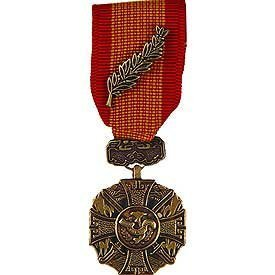 United States Military Armed Forces Mini Medal - Vietnam - Gallantry Cross w/ Palm (Palm Vietnam With Cross Of Gallantry)