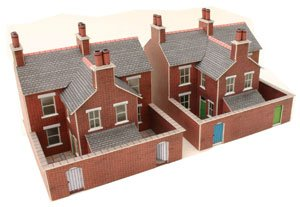 (Metcalfe PN103 Two Red Brick Terraced Houses - Card Kit)