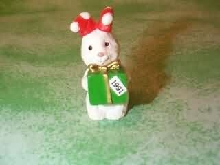 HALLMARK MERRY MINIATURE - GIFT BRINGER - BUNNY WITH PACKAGE ()
