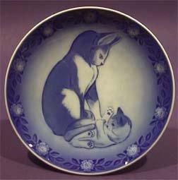 Royal Copenhagen Mothers Day Plate - 1983 Royal Copenhagen Mother's Day Plate - Cat