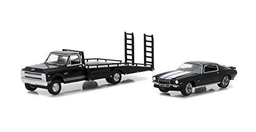 GreenLight 1:64 Hobby Exclusive 1970 Chevrolet C30 Ramp Truck with 1971 Camaro Z/28, (1970 Chevrolet Camaro)