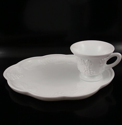 Indiana Colony Harvest Grape Milk Glass 2 Pc Snack Set (Milk Glass Indiana Harvest Grape)