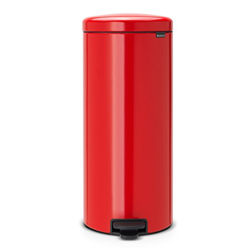 red trash can - 1