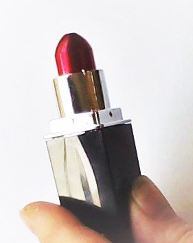 Red Lipstick with tobacco bowl