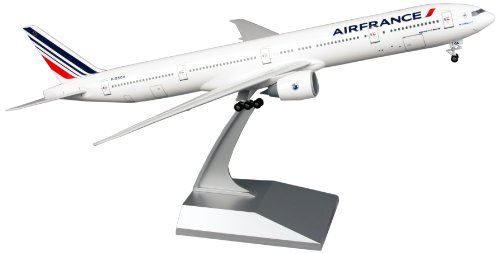(Daron Skymarks Air France 777-300ER Airplane Model Building Kit with Gear 1/200-Scale)