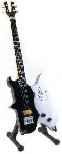 Mini Bass Guitarra Kiss Gene Simmons hacha pantalla regalo: Amazon ...