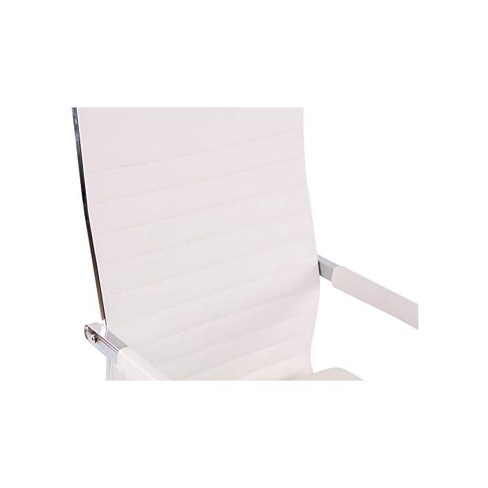 31bv5Rb7lqL AJUSTABLE: La silla de oficina Amadora cuenta con un mecanismo de balanceo en el respaldo que se ajusta con el adaptador de rosca ubicado debajo del asiento, allí se encuentra también la manivela que permite ajustar la altura de la silla. El asiento puede dar un giro de 360° y gracias a las ruedas de su base permite a la unidad deslizarse por diversas superficies. MATERIALES: La estructura de la silla así como la base están hechas de metal en efecto óptico cromado brillante. La silla cuenta con un tapizado en cuero sintético (100% poliuretano), dicho material es resistente y fácil de limpiar. Las ruedas de la base son de polipropileno suave, que permite rodar con facilidad. DIMENSIONES: La silla ejecutiva tiene las siguientes medidas aproximadas: Alto: 96-106 cm I Ancho: 51 cm I Profundidad: 63 cm I Altura del asiento: 43 - 51 cm I Superficie del asiento (AxP): 46 x 49 cm I Altura del respaldo: 58 cm I Altura del reposabrazos: 19 cm I Capacidad máxima de carga: 120 kg I Peso: 11 kg.