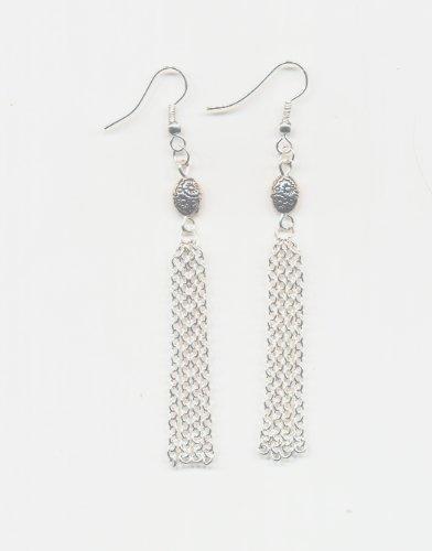 1 paire Boucles d'oreilles metal et chainette, perles et Accessoires argentes.