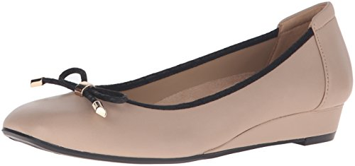 Naturalizer Womens Dove Leather Closed Toe Wedge Pumps Taupe