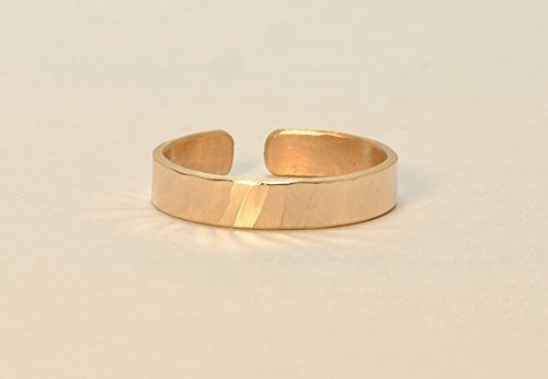 solid 14k yellow gold toe ring with hammered design by Metalopia
