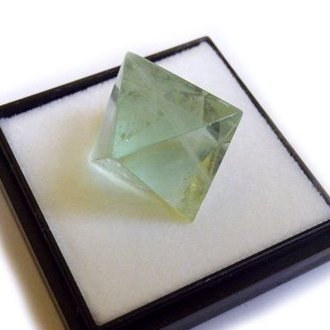 Price comparison product image Octahedral fluorite M size fluorite mineral specimens (japan import)