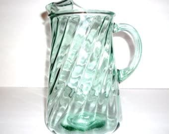 Bartlett Collins Light Green Optic Swirl Glass Pitcher With Ice Lip 75 Oz Amazon Co Uk Kitchen Home